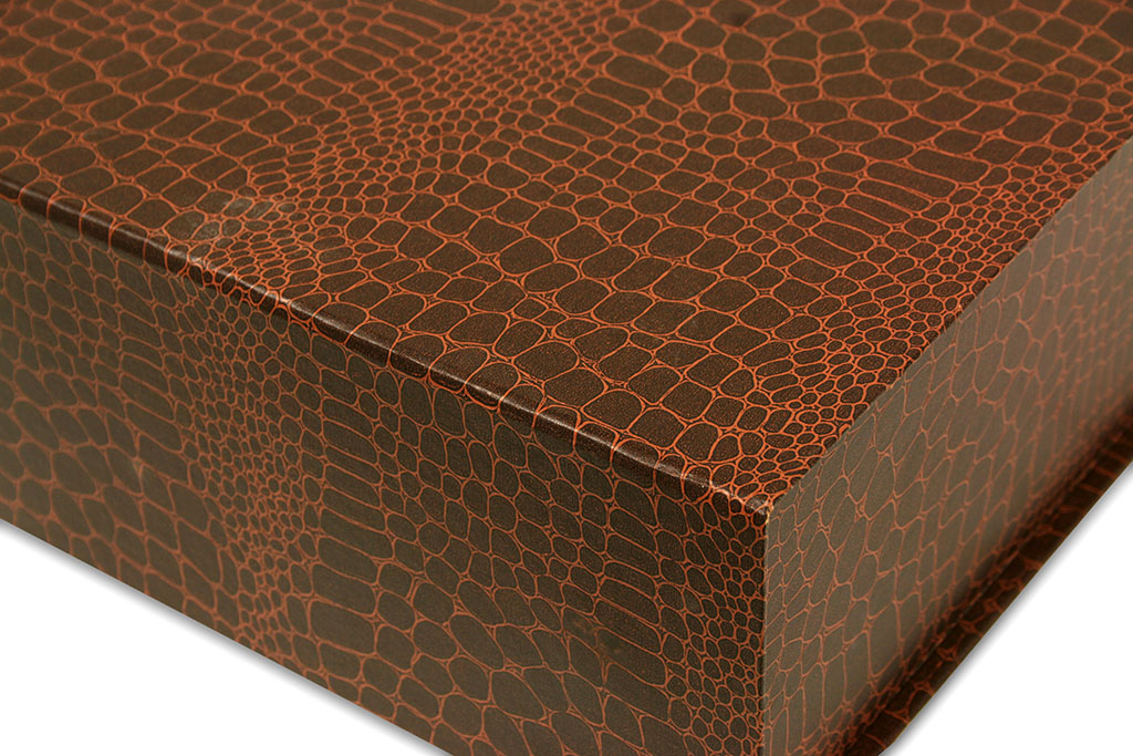 caja pleglable de carton marron regalo