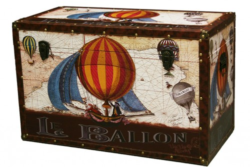 Wooden trunk decoration balloons